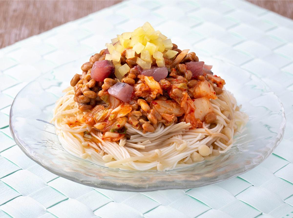 えのき麺のカツオのキムチ納豆和え